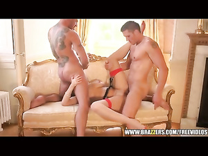Paige Turnah moans between two cocks
